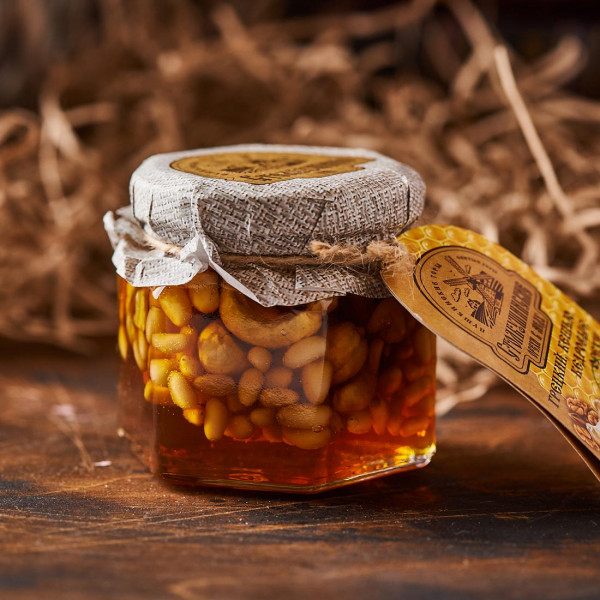 Мед с орехами (грецкий,кешью,кедр). Фото