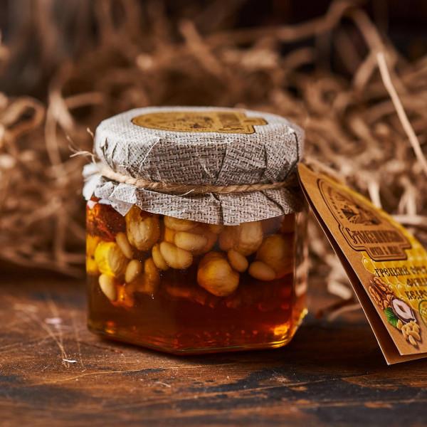 Мед с орехами (грецкий,фундук,кедр). Фото